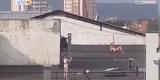 Танцы на пилоне на крыше иркутской многоэтажки